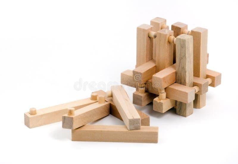 Puzzle di legno con parecchie parti tirate immagine stock libera da diritti