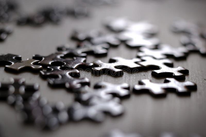 Puzzle Piece Rozwiązywanie gry układanki dla rozrywki i osiągnięć obrazy stock