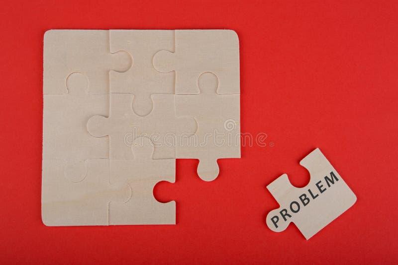 Puzzle-Stücke mit Wort u. x22; Problem& x22; auf hölzernem Hintergrund lizenzfreies stockfoto