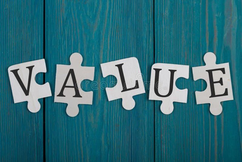 Puzzlespielstücke mit Wort stockfoto