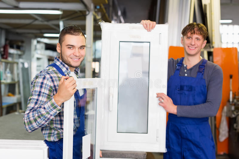 PVC okno i profili/lów produkcja przy nowożytną fabryką obrazy royalty free