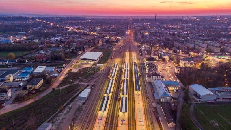 Pver panoramique Tarnow, Pologne de vue de bourdon au crépuscule photos libres de droits