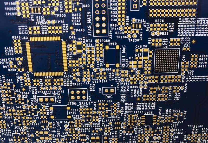 PWB da placa de circuito impresso com as almofadas douradas dos contatos fotografia de stock royalty free