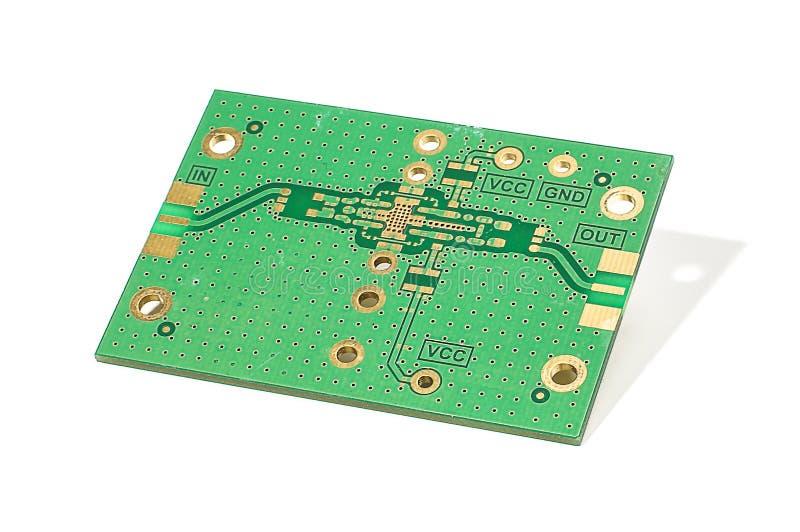 PWB del amplificador del RF aislado en el fondo blanco fotografía de archivo libre de regalías