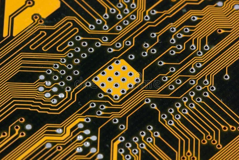 PWB negro y amarillo del circuito de la placa madre fotografía de archivo
