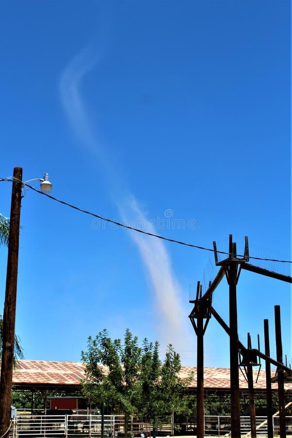 Pyłu diabeł w polu, stan Arizona, Stany Zjednoczone fotografia stock