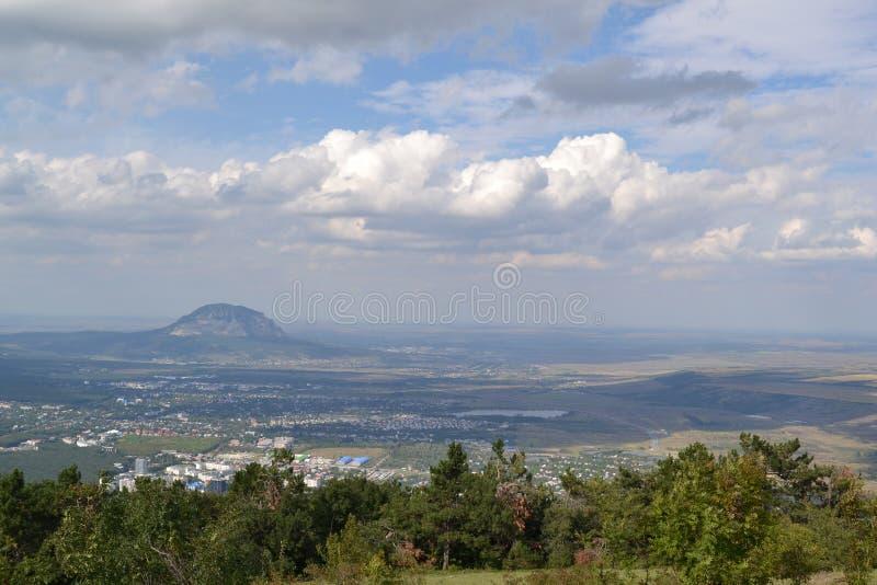Pyatigorsk da altura do voo do pássaro imagem de stock