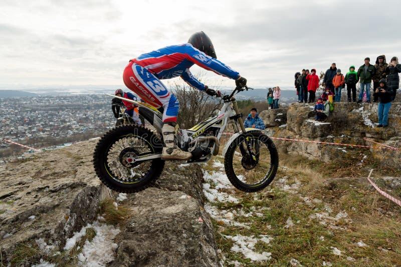 PYATIGORSK, RÚSSIA - 26 DE NOVEMBRO DE 2017: Motocicleta A raça decisiva O copo norte de Cáucaso na experimentação do moto Um do fotos de stock royalty free