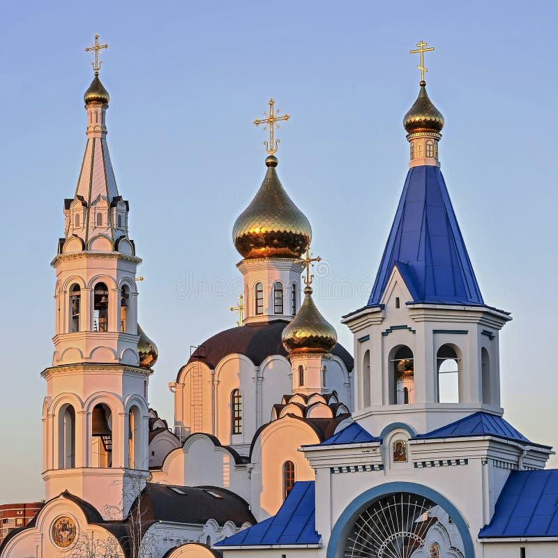 Pyatiprestolny Treenighetkyrka i den Iver kloster i Rostov - på - D arkivfoto