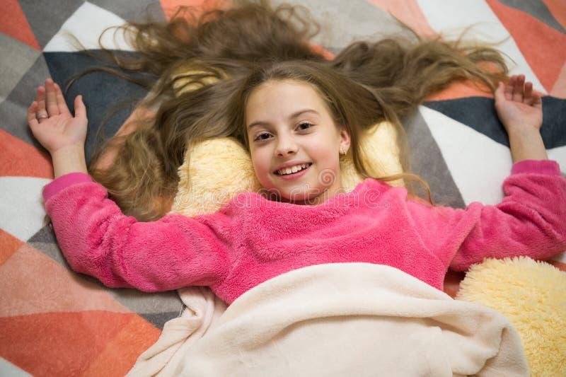 Pyjama-Partei Reines Glück Gute Nacht Kindheitsglück Guten Morgen Der Tag der internationale Kinder Kleines Mädchen stockbild