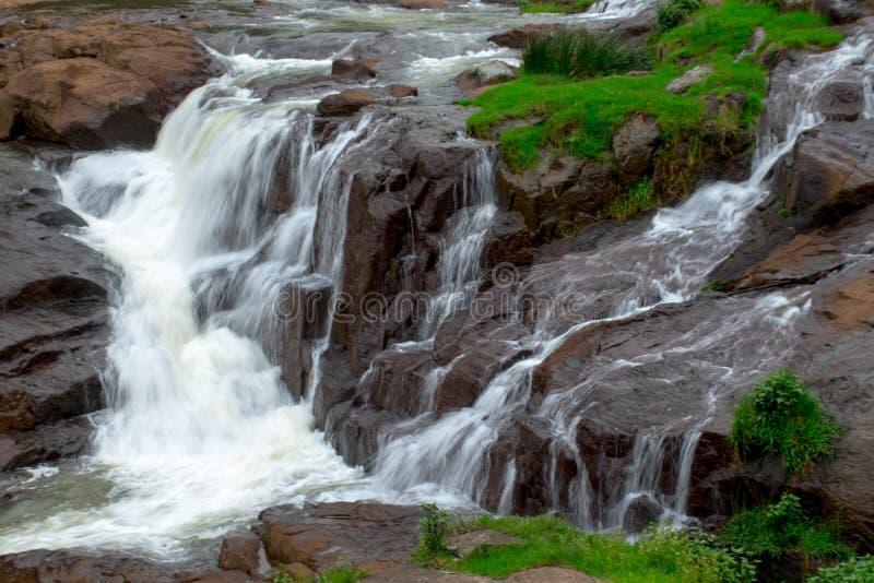 Pykara sjö och Pykara nedgångar i Ooty, Tamil Nadu arkivfoton
