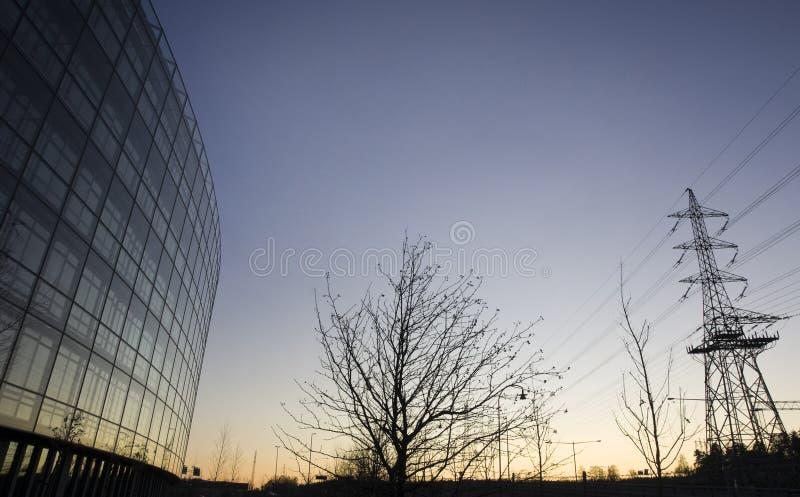 pylône de bureau de l'électricité de construction images libres de droits
