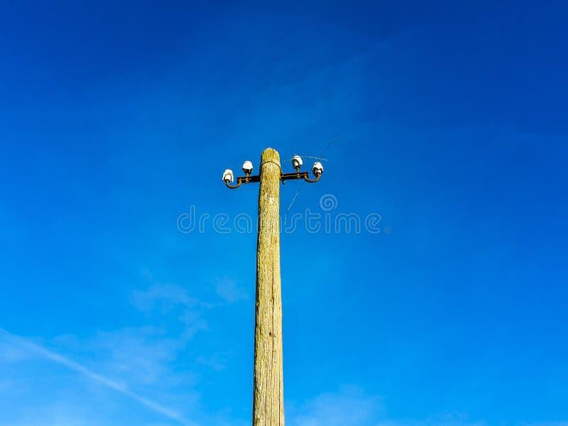 Pylône de l'électricité de bois sans corde images libres de droits