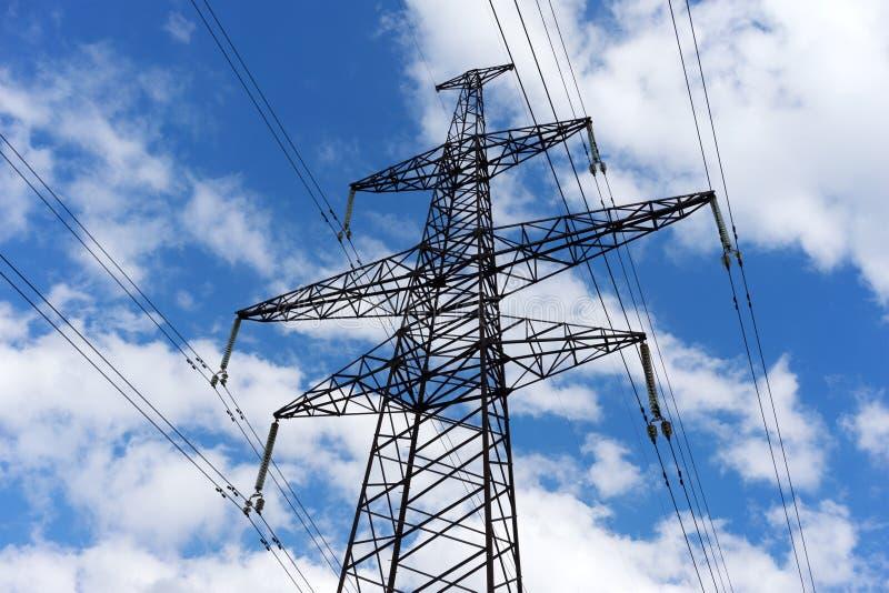 Download Pylône De L'électricité Sur Le Fond De Ciel Bleu Image stock - Image du tension, structure: 77150157