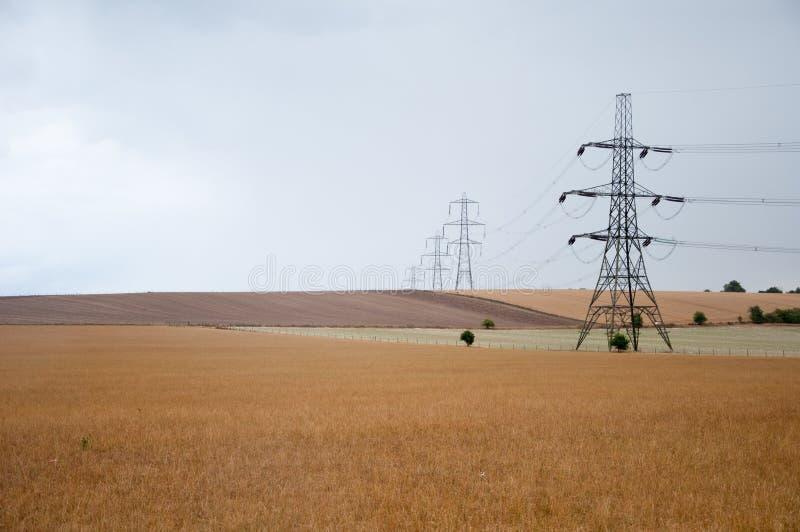 Pylônes de l'électricité, campagne d'Oxfordshire, R-U. images libres de droits