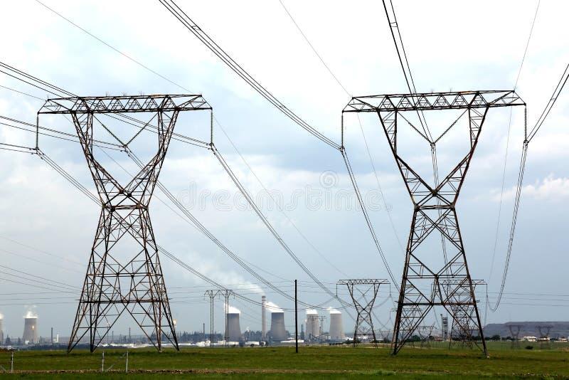 Pylônes de puissance et d'énergie image libre de droits