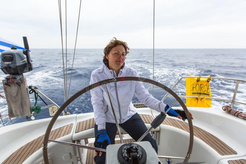 PYLOS, GRÈCE - les marins participent à la régate de navigation photographie stock