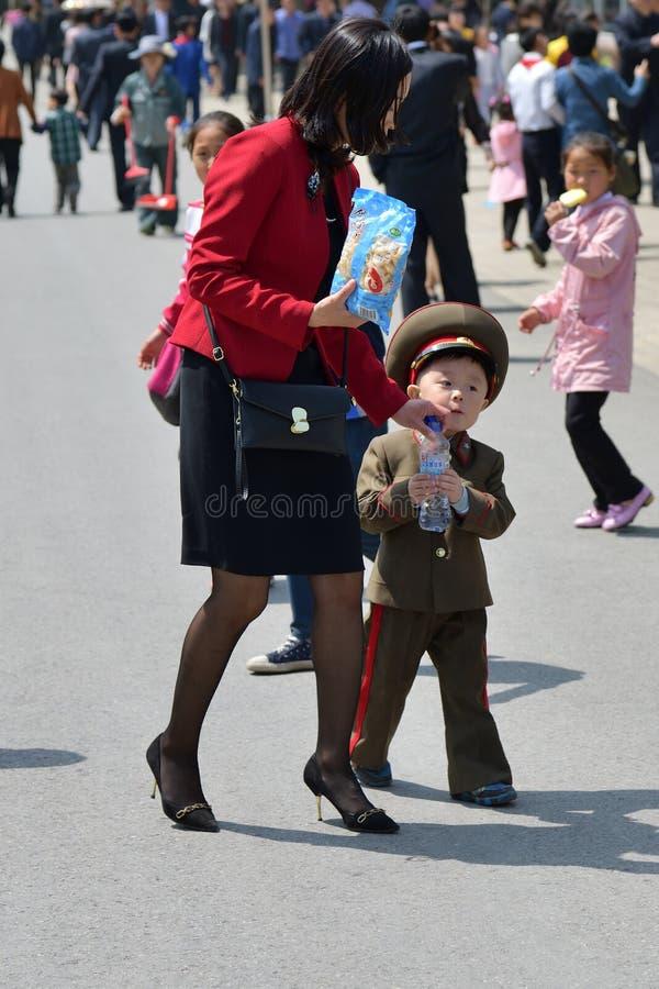Pyong Yang, Cor?e du Nord Les gens m?re et fils photo libre de droits