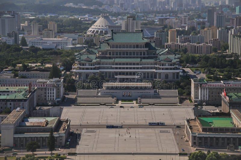 Pyongyang, Βόρεια Κορέα, 09/07/2018: Το παλάτι του Kim Il Sung στην πλατεία του Kim Il Sung είναι απίστευτα τεράστιο και συνήθως  στοκ φωτογραφία