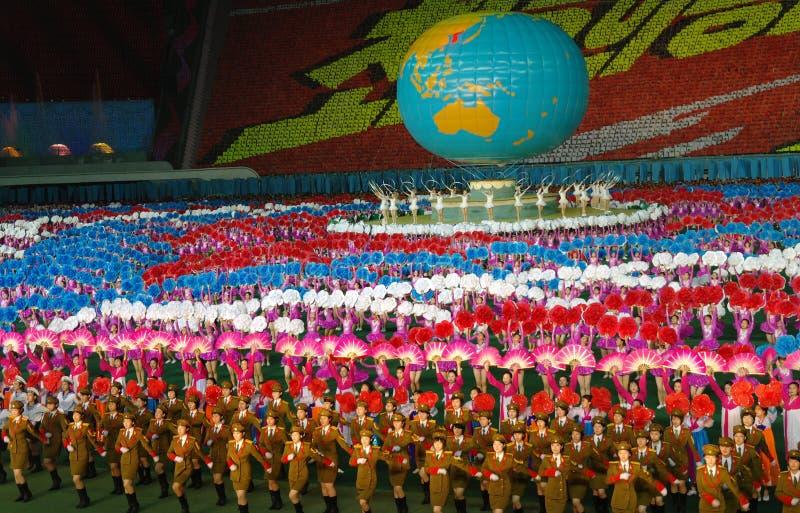 PYONGYANG - AUGUSTI 8, 2012: Störst show i världen - Ariran royaltyfri bild