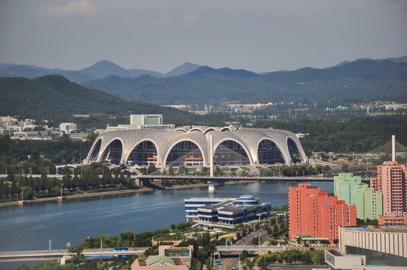 Pyongyang, korea północna, 09/07/2018: Najpierw święto pracy stadium dostosowywa nieprawdopodobnych 250000 ludzi i gości masowe g zdjęcia royalty free