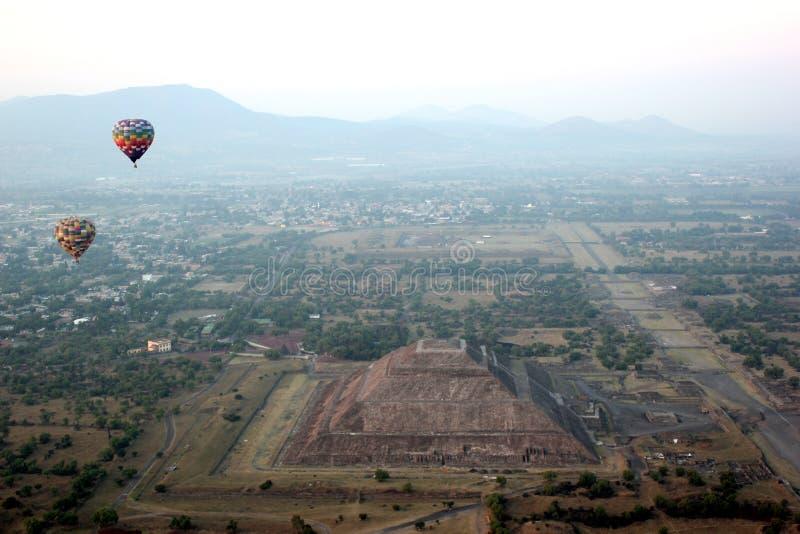 Pyramid av solen från ballongen fotografering för bildbyråer