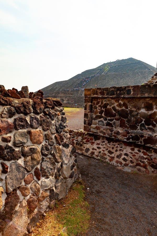 Pyramid av Teotihuacan royaltyfri foto