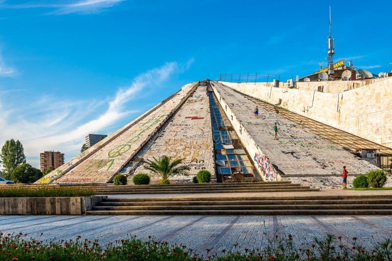 Pyramid av Tirana - internationell mitt av kultur royaltyfria bilder