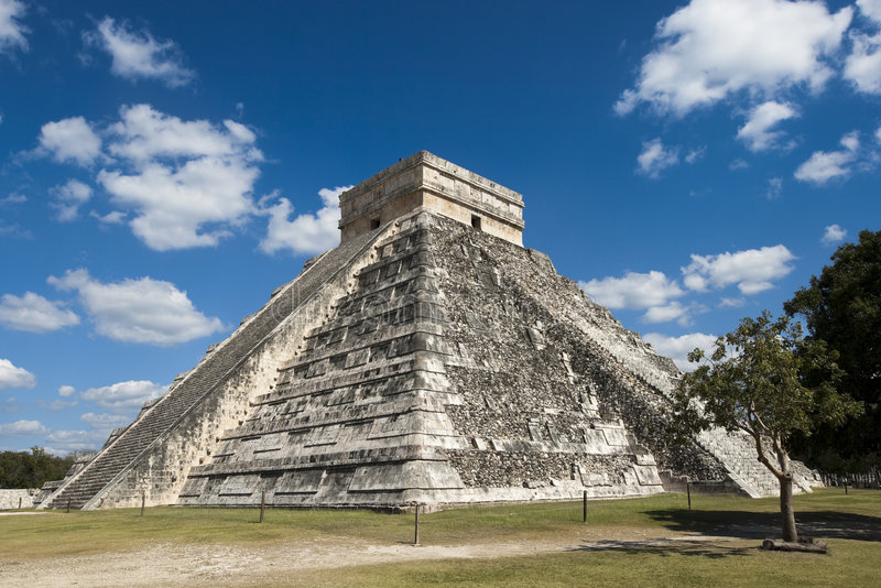 Pyramid at Chichen Itza stock photography