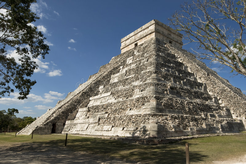 Pyramid at Chichen Itza royalty free stock photo