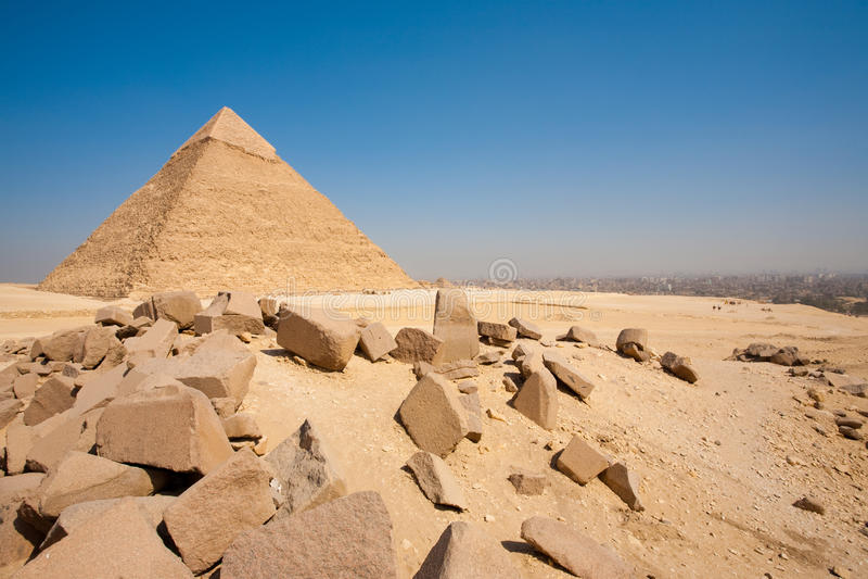 pyramid för khafre för stenblockcairo cityscape horisontal royaltyfri foto