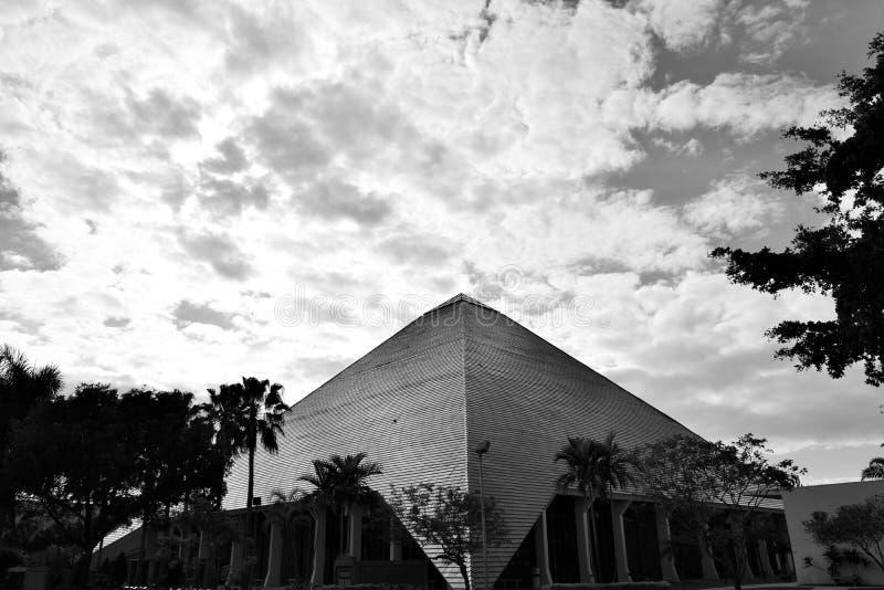 Pyramid i svartvita Florida arkivbilder