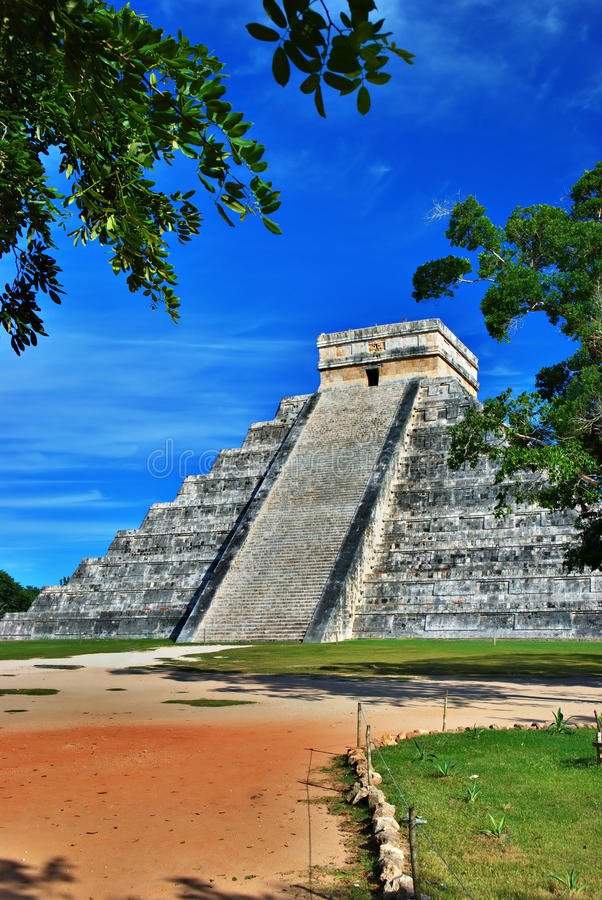 Download Pyramid Of Kukulcan, Chichen Itza, Mexico Royalty Free Stock Images - Image: 23472589