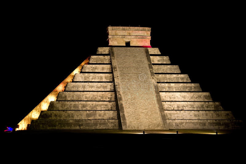 Download Pyramid Of Kukulkan At Chichen Itza Stock Image - Image: 28842557