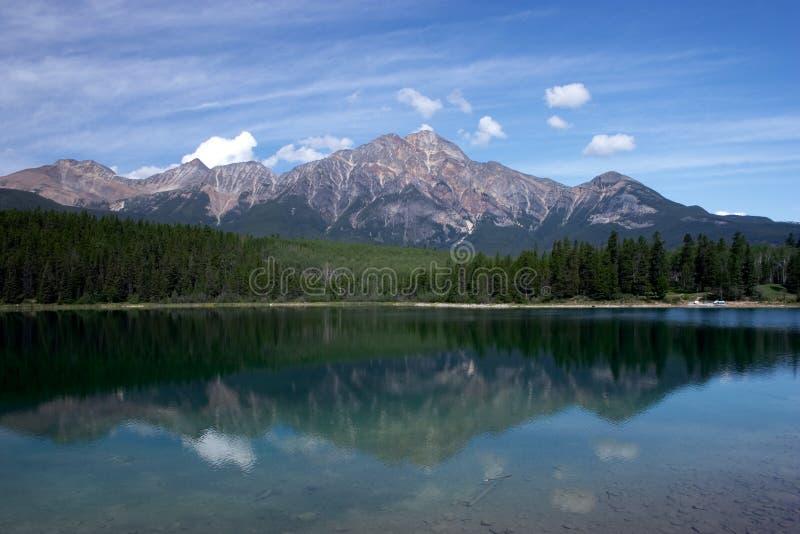 Pyramid lake and Mountain royalty free stock photos
