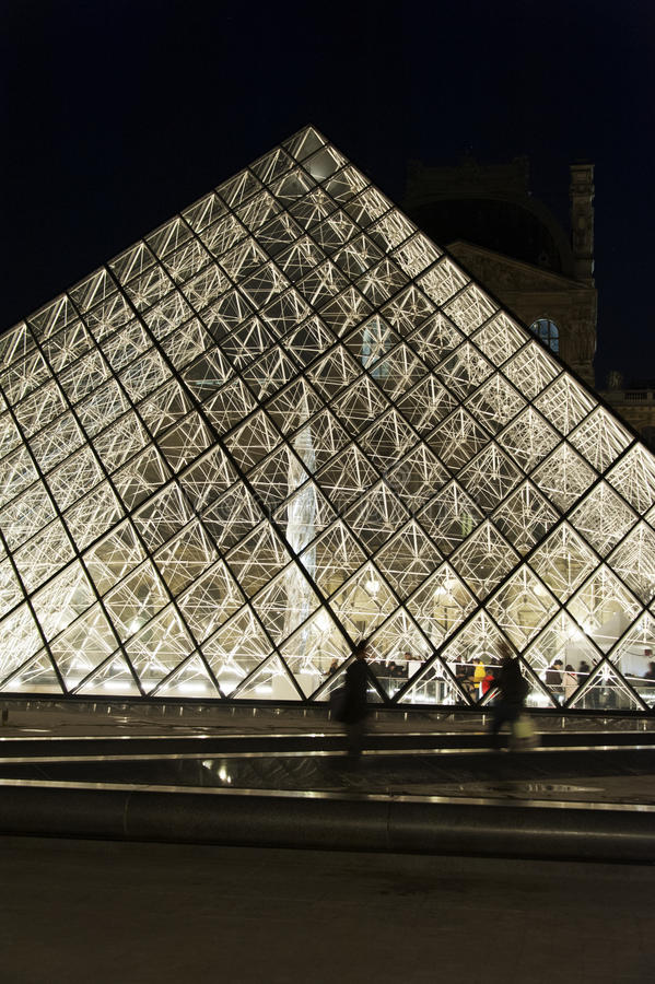 Download Pyramid Louvre - Paris editorial stock photo. Image of modern - 27577873