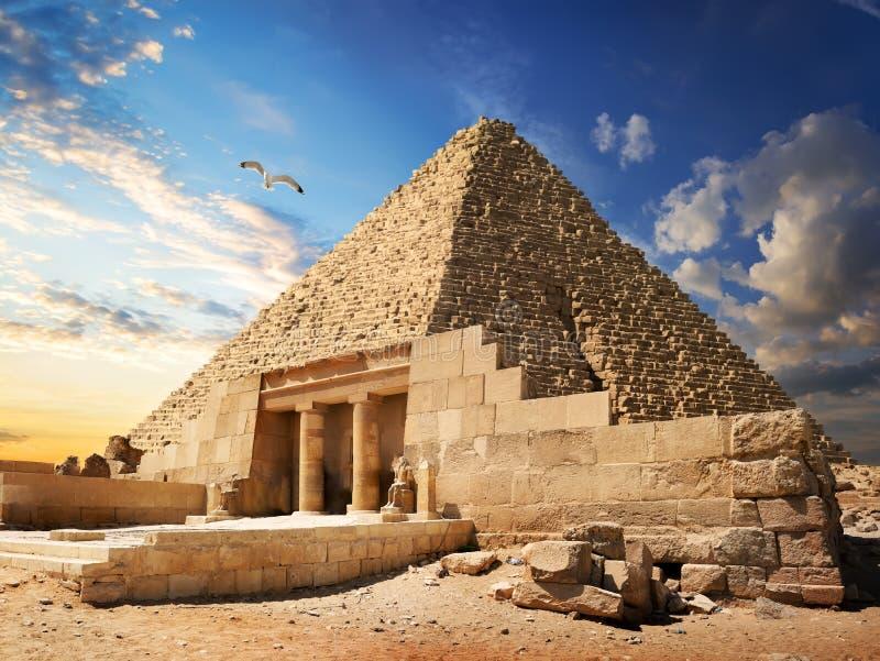 Pyramid nära Giza arkivfoton