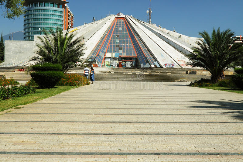 Pyramid på Tiranï ¿ ½, Albanien arkivfoton
