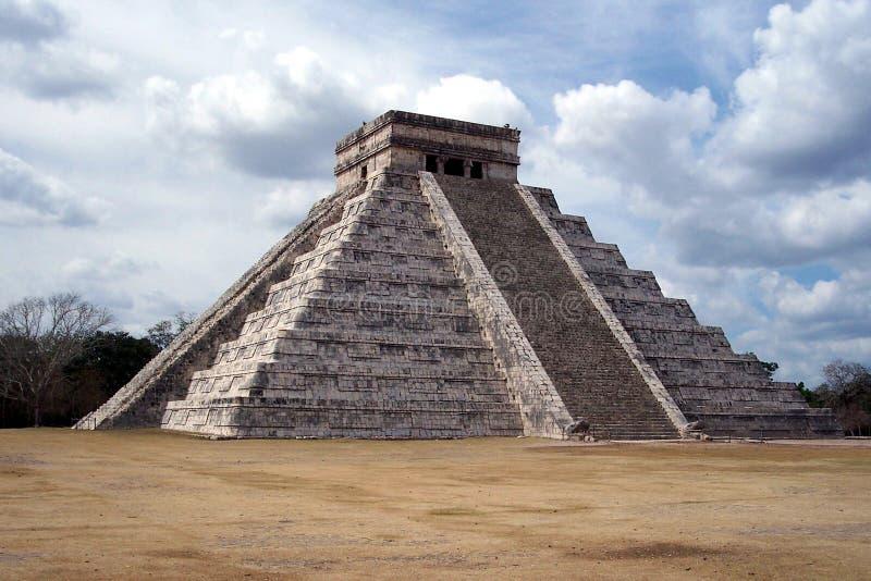 Pyramide chez Chichen-Itza, Mexique images libres de droits
