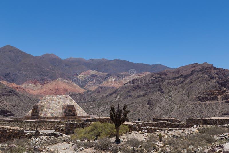 Pyramide chez Pucara de Tilcara image stock