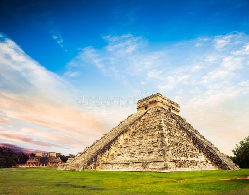 Pyramide d'El Castillo dans Chichen Itza, Yucatan, Mexique photo libre de droits