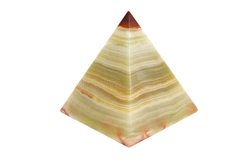 Pyramide d'onyx sur un fond d'isolement photo libre de droits