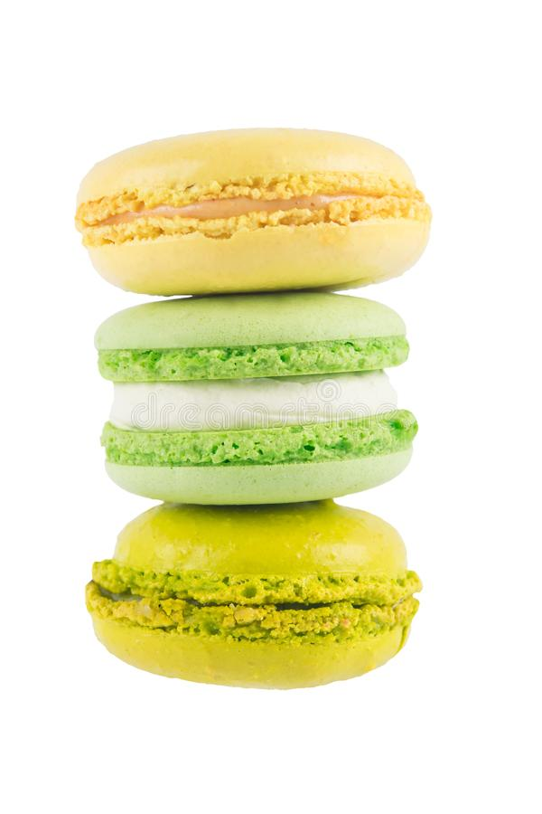 Pyramide de biscuit multicolore d'isolement sur le fond blanc images stock