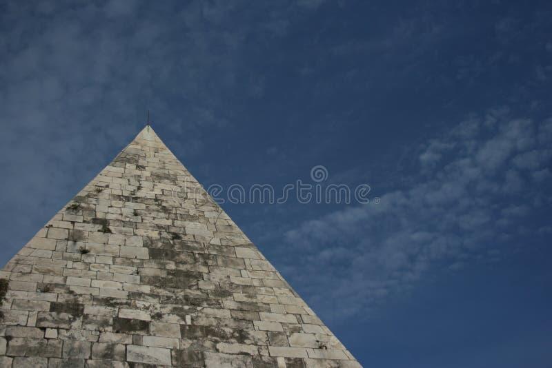 Pyramide de Cestia, Rome, Italie photographie stock libre de droits
