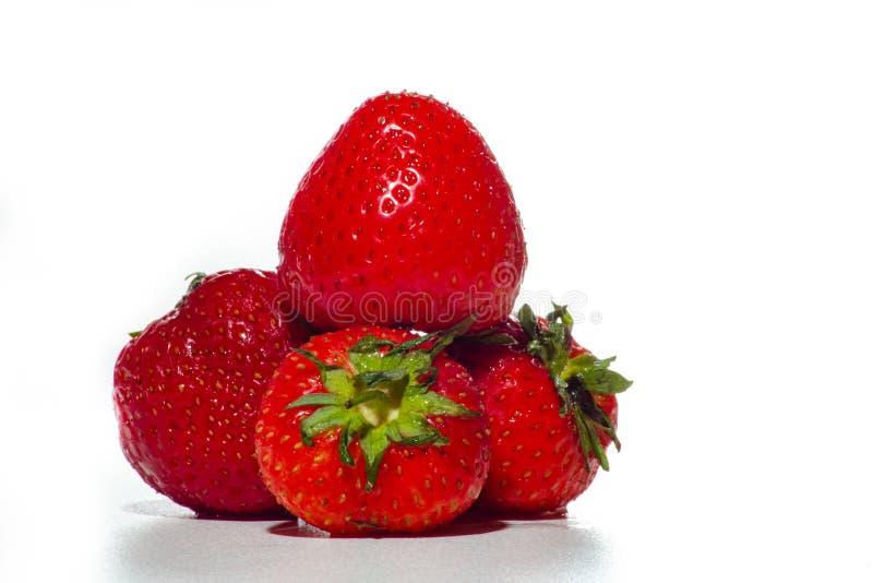 Pyramide de fraise sur un fond blanc photographie stock libre de droits