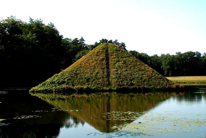 Pyramide de l'eau dans Branitz images libres de droits