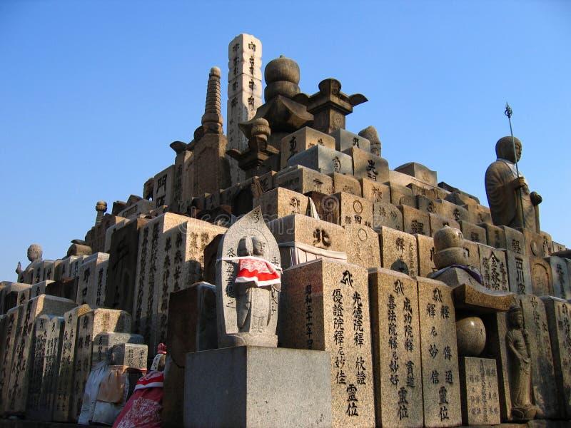 Pyramide de pierres tombales photo stock