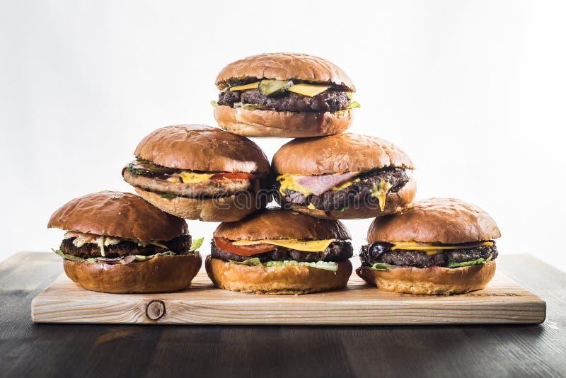 Pyramide de six hamburgers de ouvrage photos libres de droits
