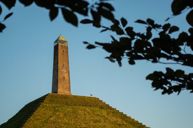 Pyramide der Austerlitz gesehenen Abflussrinne verlässt horizontal stockfotos