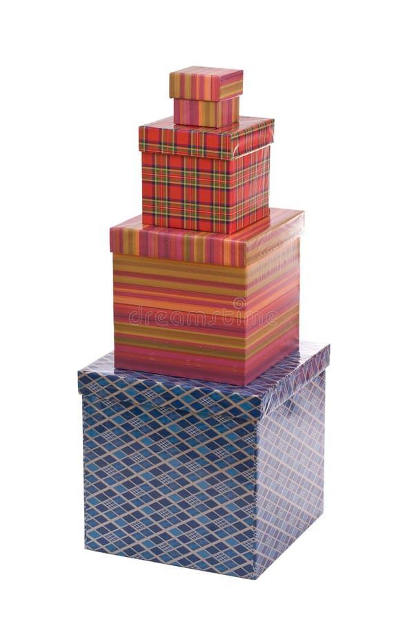 Pyramide der bunten Geschenkkästen stockfotografie